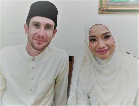 Mat dan dan isteri (baitulmuslim.com)